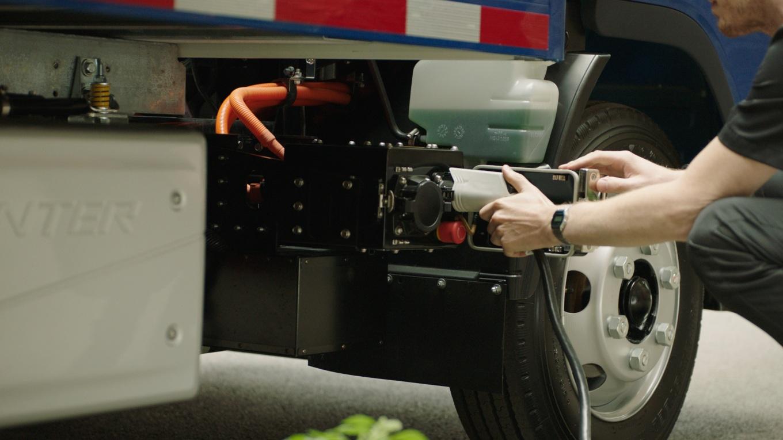 FUSO eCanter: Markteinführung des ersten vollelektrischen Lkw aus Serienproduktion